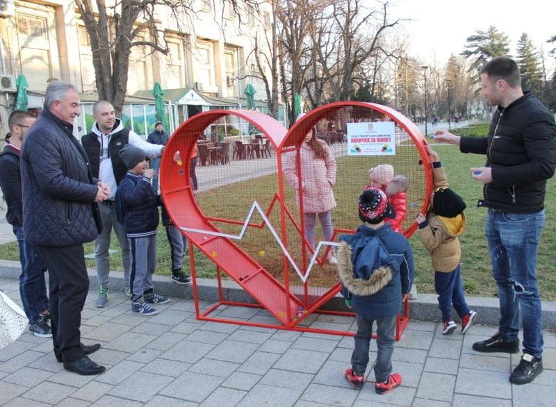 """Деца дадоха старта на кампанията"""" Капачки за живот"""""""