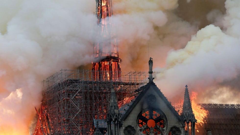 """Гори катедралата """"Нотр Дам"""" в Париж (НА ЖИВО)"""