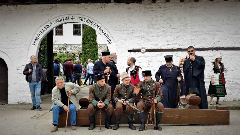 Историческа възстановка на спасяването на Троянския манастир